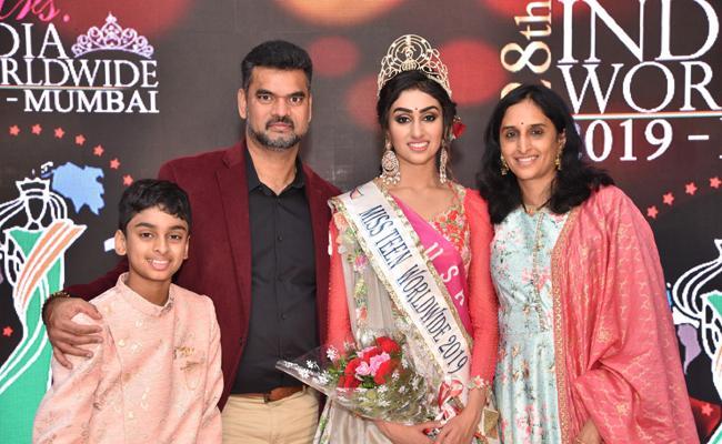 Telugu Girl Miss Esha Kode Wins Miss Teen INDIA World Wide 2019 Title - Sakshi