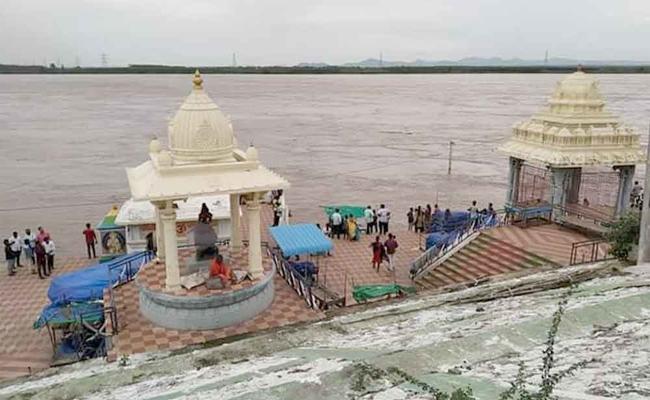 Godavari Flood Reached Warning Level At Bhadrachalam - Sakshi