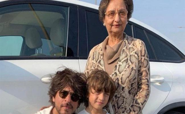 Shah Rukh Khan Greetings To Mom in law On Birthday  - Sakshi