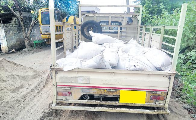 KG Sand Cost Six Rupees In Peddapalli - Sakshi