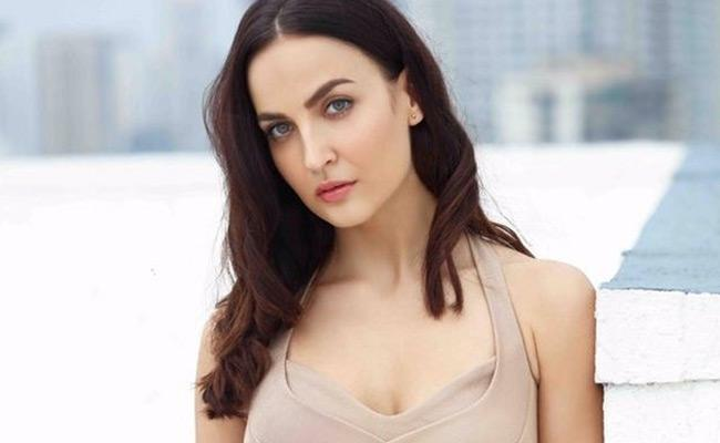 Directors Wanted To Sleep With Me Says Elli AvrRam - Sakshi