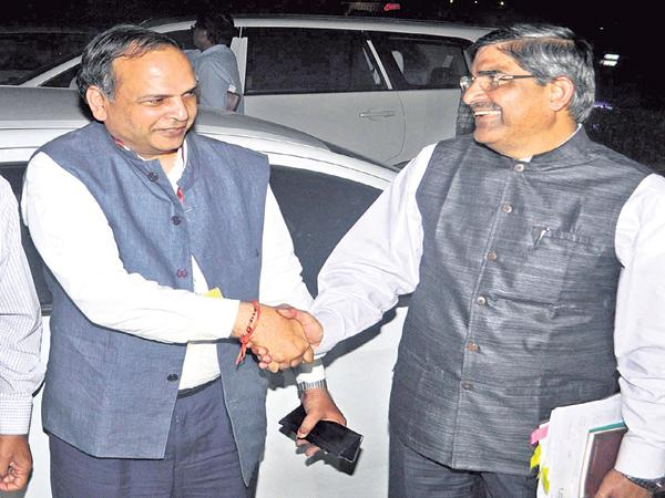 Union Home Secretary meeting with two state CSs - Sakshi