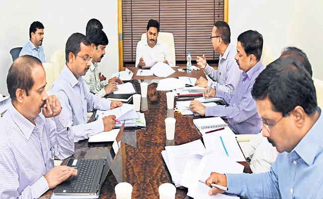 YS Jagan Says Reverse Tendering from above Rs 10 Lakhs - Sakshi