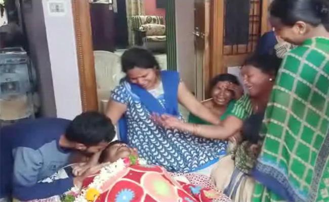 RTC Driver Died In Hyderabad - Sakshi
