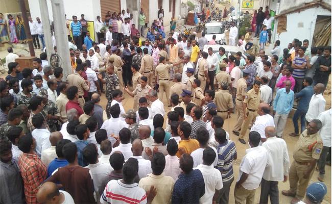 Conflicts on Dussehra Festival Flag Hoisting in Medchal - Sakshi