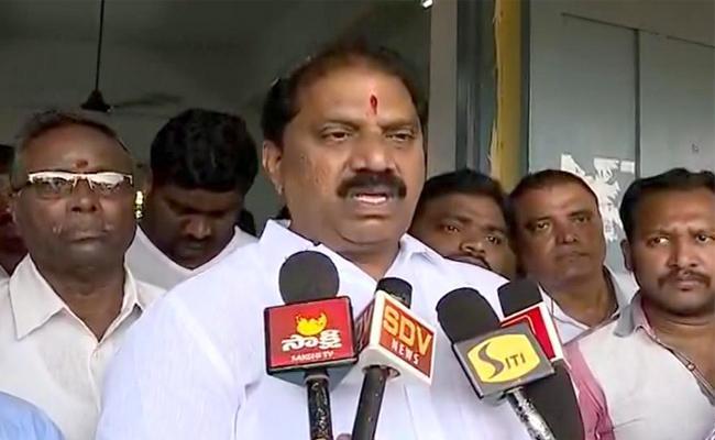 Malladi Vishnu Press Meet At Vijayawada Central Party Office - Sakshi