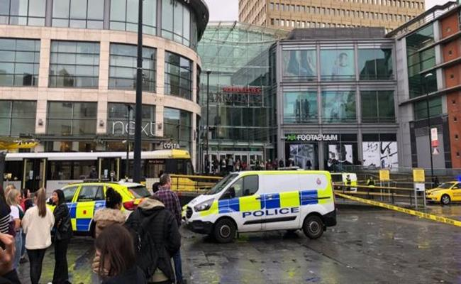 5 People Stabbed At Shopping Centre In Manchester in United Kingdom - Sakshi