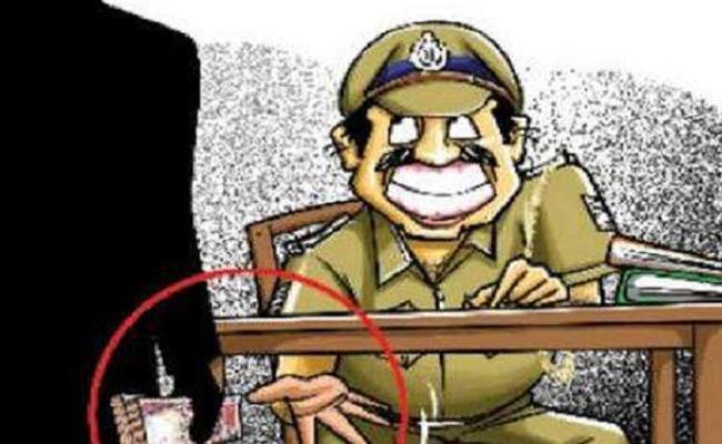 Nizamabad Excise Officials Have Allegations Over Accepting Bribe - Sakshi