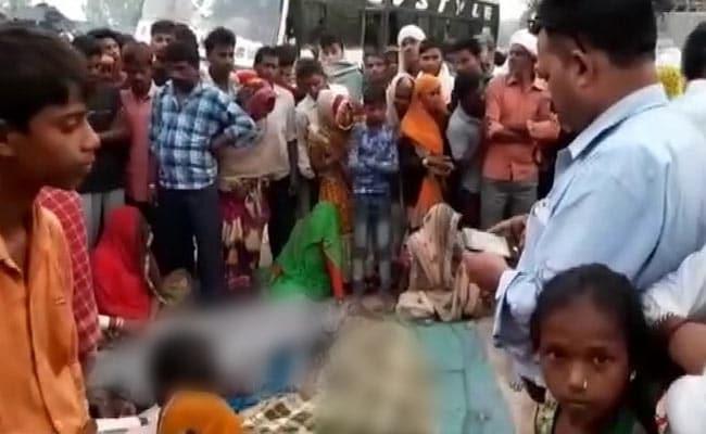 Bulandshahr People Sleeping On Pavement Dead Due To Bus Runs Over - Sakshi