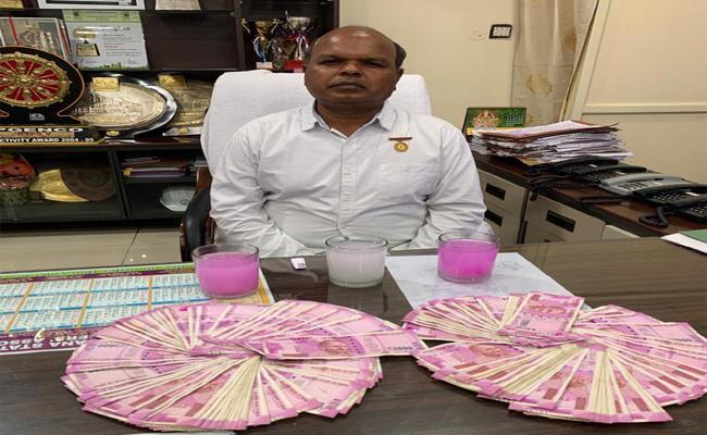 Palvancha KTPS CE Caught To ACB While Taking Bribe - Sakshi