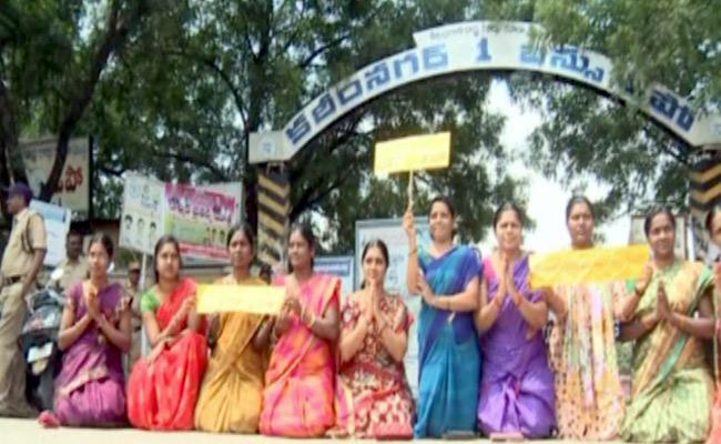 Political Leaders And Student Leaders Supports To RTC Strike Labours In Telangana - Sakshi