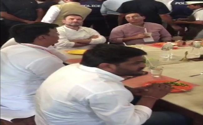 Rahul Gandhi Meets Hardik Patel In Ahmedabad - Sakshi