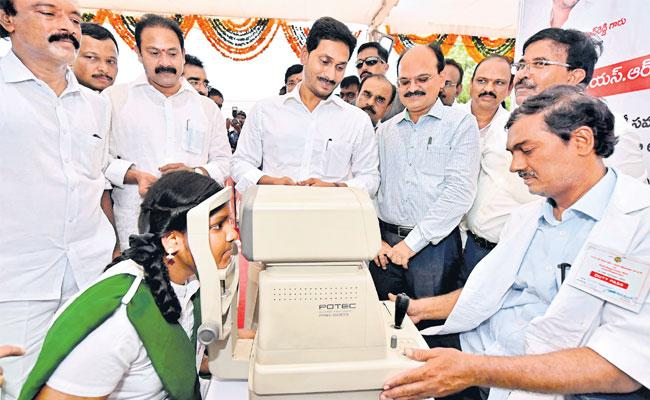 YS Jagan Mohan Reddy Launches Ysr Kanti Veelugu Scheme At Anantapuram - Sakshi