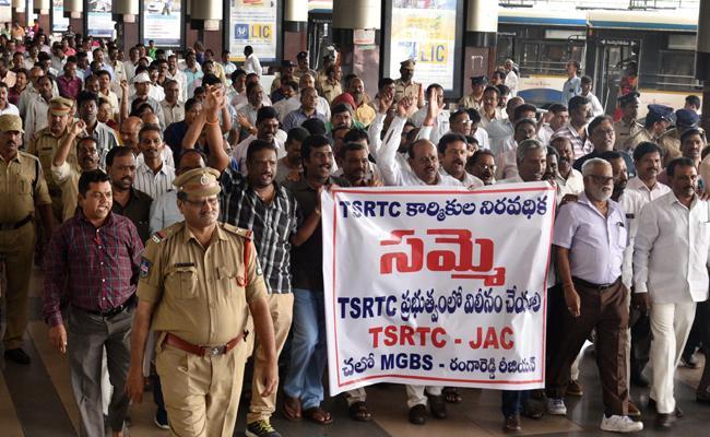 TS RTC Strike BJP Protest At Bus Bhavan - Sakshi