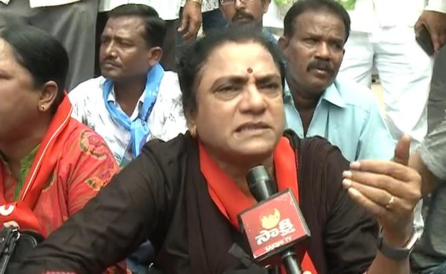 Telangana Jana Samithi, Left Parties Protest at Bus Bhavan - Sakshi