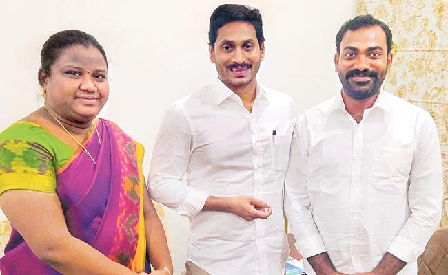 Araku MP Goddetti Madhavi Invites CM YS Jagan For Her Marriage - Sakshi