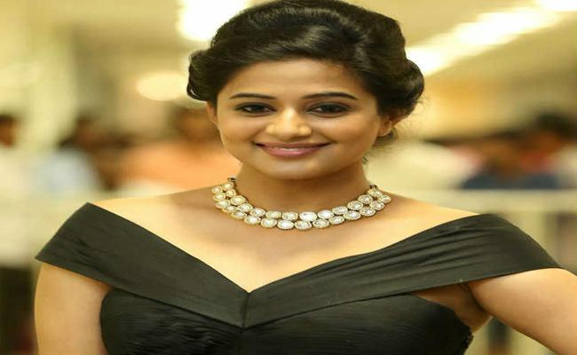 Priyamani Comments on South Heroines Remuneration - Sakshi