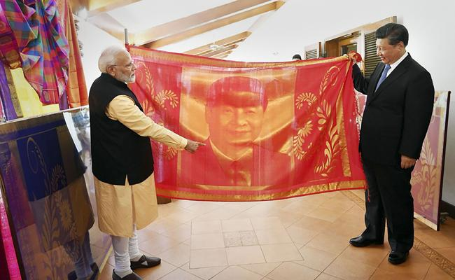 PM Modi Gift Of Annam Lamp And Thanjavur Painting To Chinese President - Sakshi