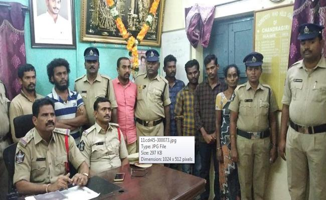 Man And His Relatives Hostage Fake Gold And Takes Rs 18 Lakhs Loan At Bank In Anantapur - Sakshi