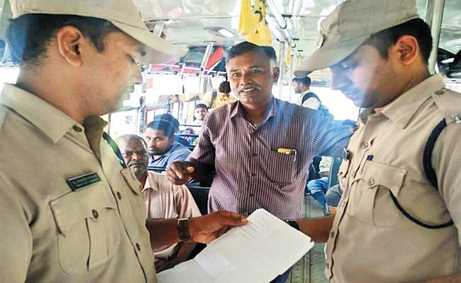 TS RTC Distribute Ticket Issuing Machines to Private Conductors - Sakshi