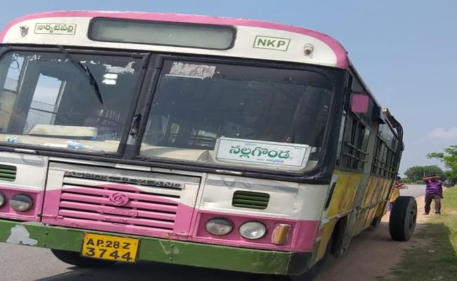 Just Miss Big Accident Of RTC Bus In Nalgonda - Sakshi
