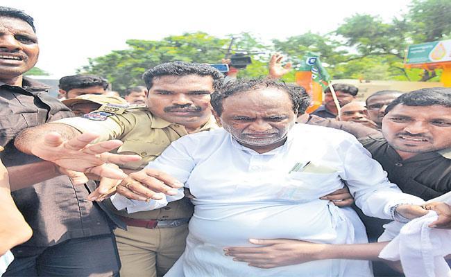 K Laxman Fires TRS Government Over TSRTC Strike - Sakshi