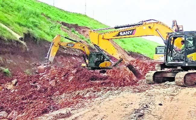 Mid Manair Reservoir Safety Issue In Karimnagar District - Sakshi