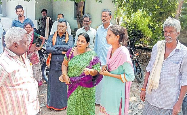 TDP Supporter Attacks On MPEO In Dachepalli In Guntur District - Sakshi