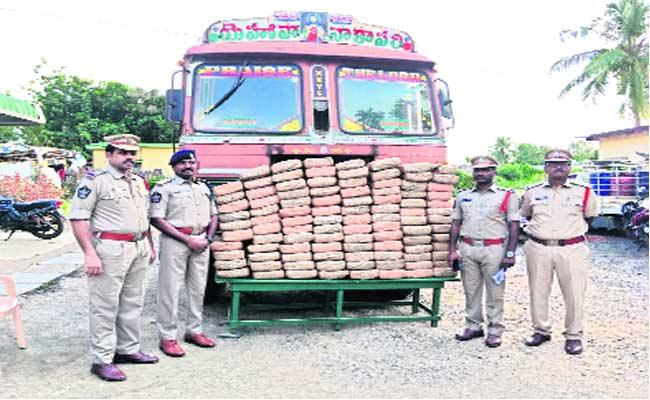 Ganja Transport Gang Arrested In Krishna District - Sakshi