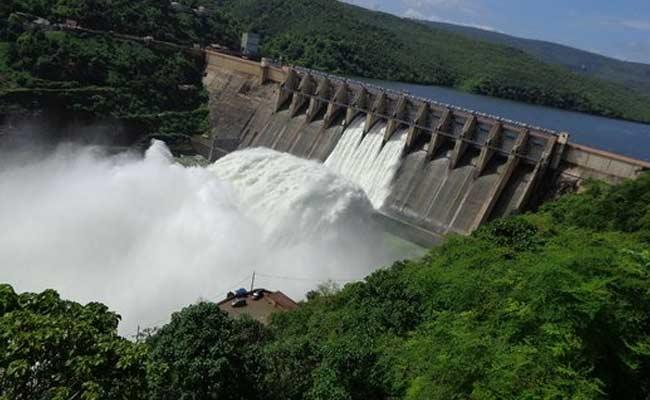 Three Gates Open In Srisailam Project At Kurnool - Sakshi