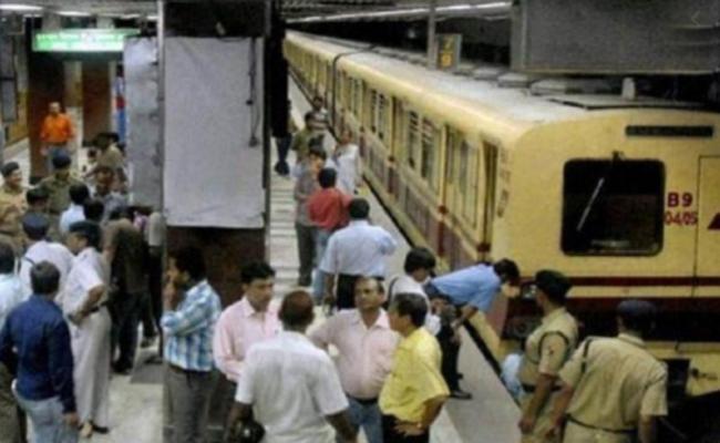 Kolkata Metro Services Affected After Man Attempts Suicide - Sakshi