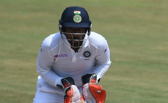 Saha Best International Wicket Keeper Pant Not In Top Five - Sakshi