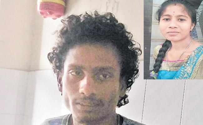 A Girl Escaped With A Boyfriend At Hanmakonda - Sakshi