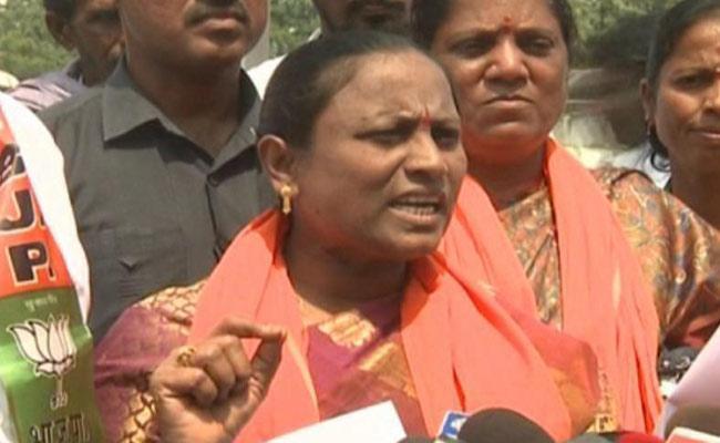 Bodiga Shobha Complaints Against KCR Over RTC Driver Srinivas Reddy Suicide - Sakshi