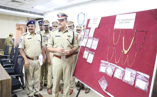 Chaderghat Police Arrested 4 Thieves In Robbery Case - Sakshi