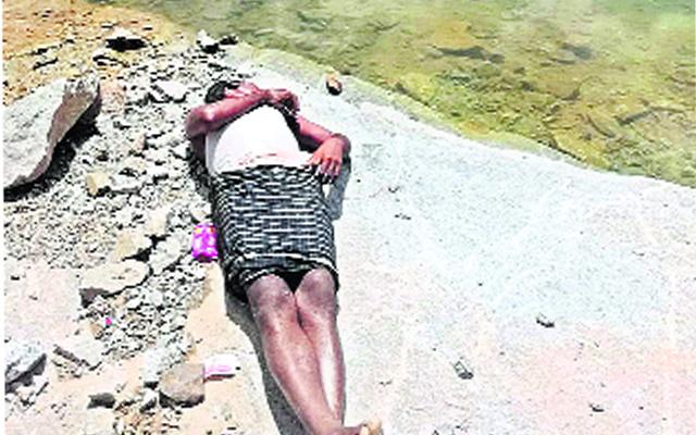 Man Drown Died After Jump Into Water For Protecting His Daughters In Chittoor - Sakshi