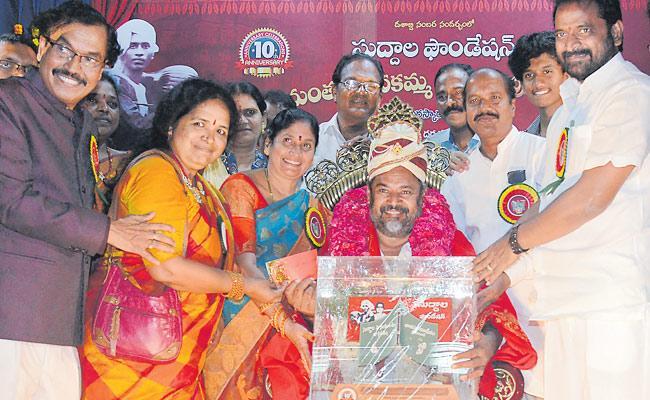 Narayana Murthy Got Suddala Award - Sakshi