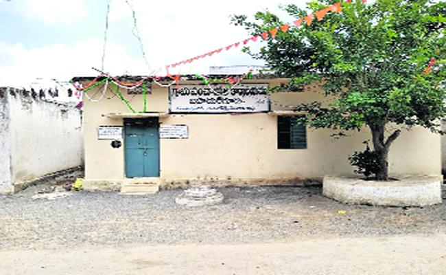 Employee Doing Fraud In Ranga Reddy - Sakshi