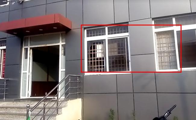 Woman Attacks On Tekkali Police Station In Srikakulam District - Sakshi