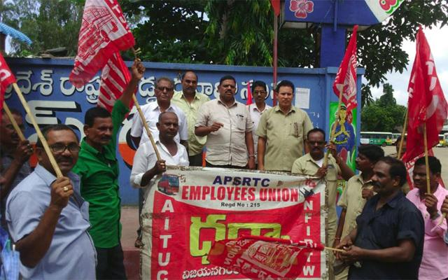 APSRTC Unions Are Supports To Telangana RTC Strikes Labours In Vizianagaram - Sakshi