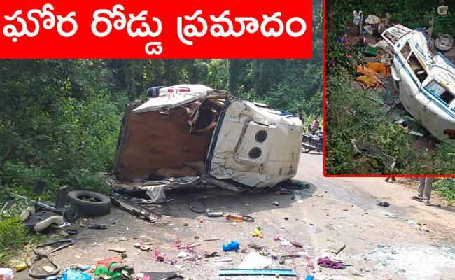 Bus Falls Into Gorge in East Godavari District - Sakshi