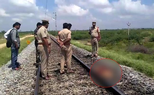 Three Deadbodies Found On Near Hindupur Railway Station - Sakshi