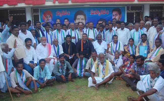 TDp Leaders join in YSRCP Visakhapatnam - Sakshi