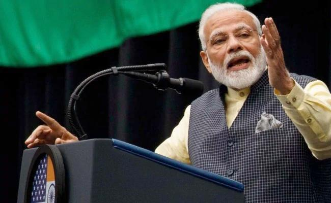 PM Narendra Modi Fires on Congress Party Over Article 370 - Sakshi