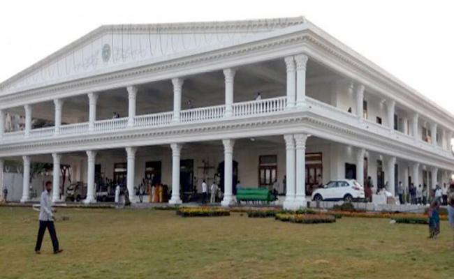 Congress MP Revanth Reddy Slams CM KCR Over TSRTC Strike - Sakshi
