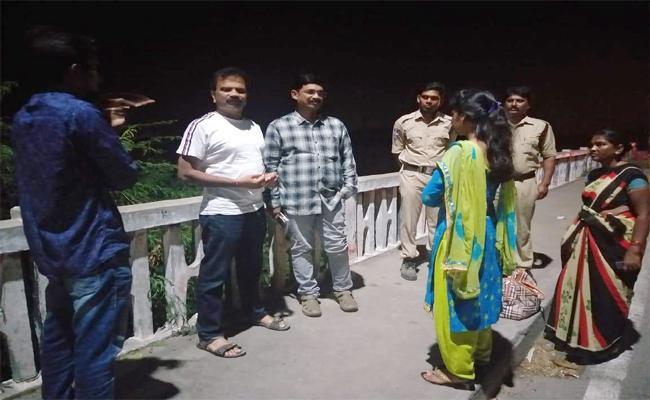 Godavari Bridge Becoming Suicide Spot In Karimnagar  - Sakshi