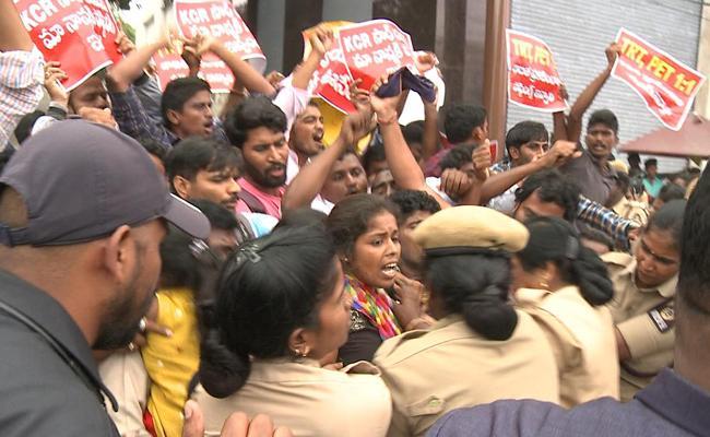 TRT PET Aspirants Protest At Pragathi Bhavan Demands For Posting - Sakshi