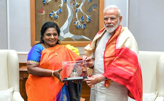 Telangana Governor Tamilisai Meets PM Modi And Amit Shah - Sakshi