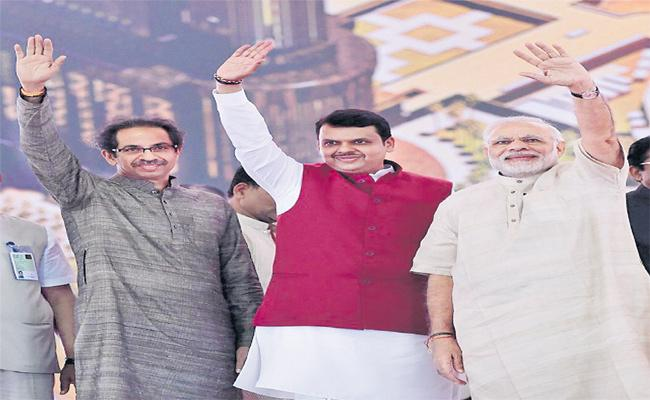 Maharashtra Reins To Those Who Have Power In The Center Says Modi - Sakshi