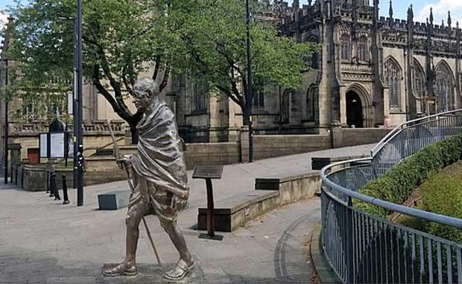 UK Students Rejecting Statue Of Gandhi - Sakshi